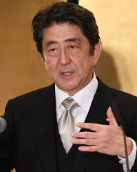 Prime Minister Shinzo Abe is seen at a New Year press conference in Ise, Mie Prefecture, on Jan. 4, 2018. (Mainichi)