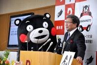 Kumamoto Gov. Ikuo Kabashima, right, announces Kumamon's