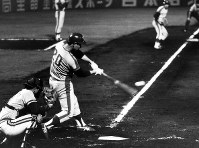 In this June 1975 file photo, Chunichi Dragons pitcher Senichi Hoshino is seen at bat during a game against the Taiyo Whales before he hit a grand slam. (Mainichi)
