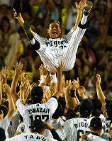 Hanshin Tigers manager Senichi Hoshino is seen thrown into the air after the team clinched the Central League pennant on Sept. 15, 2003. (Mainichi)
