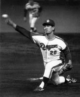 [中日6─3巨人14回戦]力投する星野投手=1976年7月