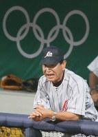 【日本6-1台湾】ベンチで気合の入った指示を送る星野仙一監督=2008年8月14日、梅村直承撮影