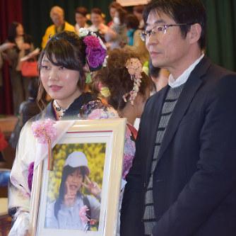 豊橋ボート転覆:事故死中1の父、同級生と成人式出席 - 毎日新聞