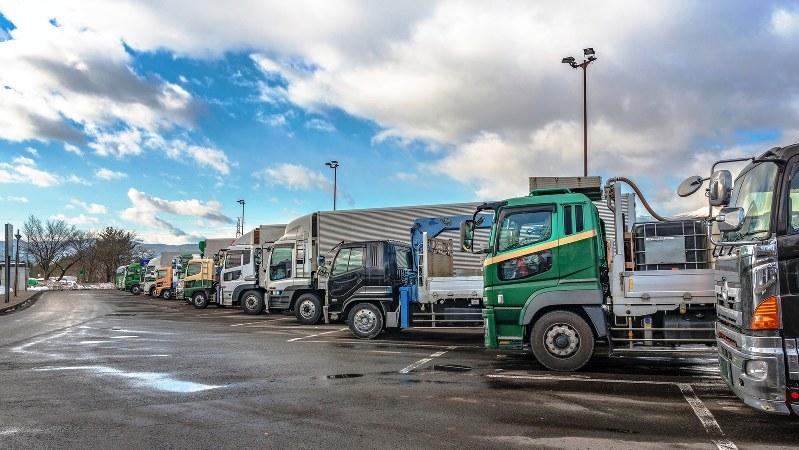 長時間労働が常態化する長距離輸送のドライバーは健康を害しやすい