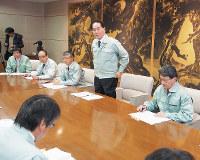 緊急開催された対策本部会議で防疫を指示する浜田恵造香川県知事=香川県庁で、植松晃一撮影