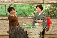 「サワコの朝」に登場する藤真利子(右)