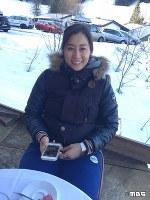 <プロフィル>竹内智香(たけうち・ともか) 1983年北海道旭川生まれ。14歳の時長野五輪を見てスノーボードを本格的に始める。2002年高校3年生の時にソルトレークシティ五輪初出場。2006年トリノ五輪9位、2010年バンクーバー五輪13位、2014年ソチ五輪銀メダル。今回の平昌五輪で日本女子選手史上最高タイの5大会連続出場となる。家族は旭岳温泉で老舗旅館を営む両親と兄が2人。取材ディレクターいわく「とにかく前向きで超ポジティブな姿に圧倒されっぱなしでした」34歳。