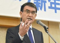 Foreign Minister Taro Kono speaks about diplomatic policy during a New Year meeting for his supporters in his home constituency in Chigasaki, Kanagawa Prefecture, on Jan. 8, 2018. (Mainichi)