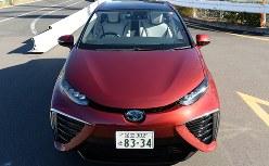 トヨタの燃料電池車「MIRAI」=2015年12月18日、徳野仁子撮影