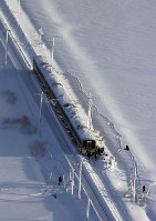 A JR Shinetsu Line train stranded in snow is seen from a Mainichi Shimbun aircraft, in Sanjo, Niigata Prefecture, on Jan. 12, 2018. (Mainichi)
