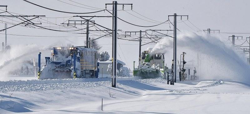 【JR信越線】菅房長官が大雪で電車立ち往生に不快感 「バスなどの代替輸送機関の手配を取ることがなぜできなかったのか」★4 YouTube動画>15本 ->画像>49枚
