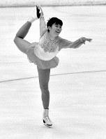 フィギュアスケート女子シングル。山下一美選手のフリーの演技。世界の強豪を相手に10位と健闘した=札幌市の真駒内屋内スケート競技場で1972年2月7日撮影