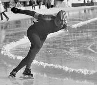 スピードスケート男子1500メートル。金メダルを獲得したアルト・シェンク選手(オランダ)の滑り=札幌市の真駒内スピードスケート競技場で1972年2月6日撮影