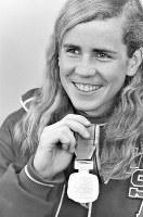 スピードスケート女子500メートル。金メダルを獲得した16歳のアン・ヘニング選手(米)=札幌市の真駒内スピードスケート競技場で1972年2月10日、加藤敬撮影