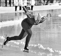 スピードスケート女子1500メートル。金メダルを獲得したダイアン・ホルム選手(米)の滑り=札幌市の真駒内スピードスケート競技場で1972年2月9日撮影