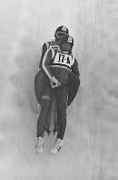 リュージュ男子2人乗り。4位入賞した荒井理選手(前)と小林政敏選手の滑り=札幌市の手稲山リュージュ競技場で1972年2月10日、岩渓清光撮影
