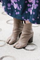足袋から着想を得てデザインされたタビブーツ=日本ファッション協会提供
