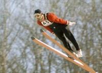 70メートル級ジャンプで優勝した笠谷幸生選手の2本目の飛躍=宮の森シャンツェで1972年2月6日、大須賀興屹撮影
