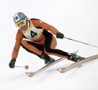 男子滑降。金メダルのベルンハルト・ルッシ選手(23、スイス)の滑り=千歳市の恵庭岳滑降競技場で1972年2月7日