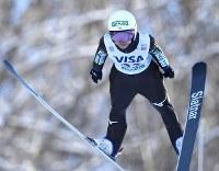 【スキージャンプ女子W杯個人第5戦】高梨沙羅の1回目の飛躍=札幌市宮の森ジャンプ競技場で2018年1月13日、山崎一輝撮影