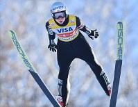 【スキージャンプ女子W杯個人第5戦】優勝したマーレン・ルンビの1回目の飛躍=札幌市宮の森ジャンプ競技場で2018年1月13日、山崎一輝撮影
