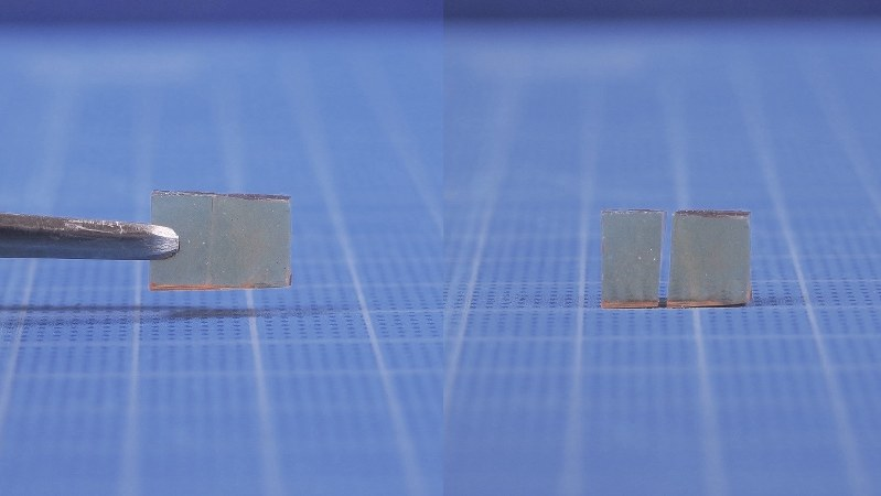 割れたガラスの破片同士(右)をくっつけて自己修復したガラス(左)=東京大学相田研究室提供