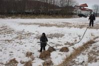 生魚の給餌再開のため始まった川の水を引き込む試験=釧路市で