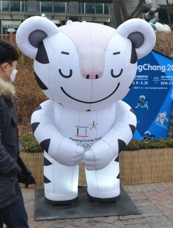 The official mascot for the 2018 Pyeongchang Winter Olympics, Soohorang, is seen in Seoul on Jan. 7, 2018. (Mainichi)