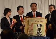 「新春の集い」に集まった(左から)舟山康江参院議員、近藤洋介前衆院議員、野田佳彦前首相=米沢市金池2のグランドホクヨウで