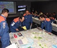 大雨の被害状況を地図で確認する災害対策本部