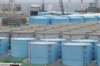 In this July 27, 2017 file photo, contaminated water storage tanks are seen on the Fukushima No. 1 nuclear plant grounds, in Okuma, Fukushima Prefecture. (Mainichi)