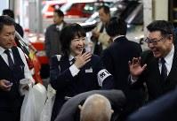 若いドライバーの存在が新風を吹き込み、中高年が中心だった職場に活気を与えている=東京都墨田区で
