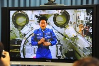 Japanese astronaut Norishige Kanai speaks from the International Space Station during a Jan. 5, 2018 news conference. (Mainichi)