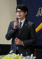 ルートインBCリーグの石川の監督に就任し、記者会見する武田勝氏=金沢市で9日、手塚耕一撮影