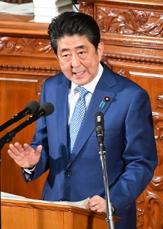 Prime Minister Shinzo Abe delivers a policy speech at the plenary session of the House of Representatives on Jan. 22, 2018. (Mainichi)
