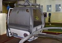 噴火によって被害を受けたゴンドラ=群馬県草津町の草津国際スキー場で2018年1月24日午前10時25分、藤井達也撮影
