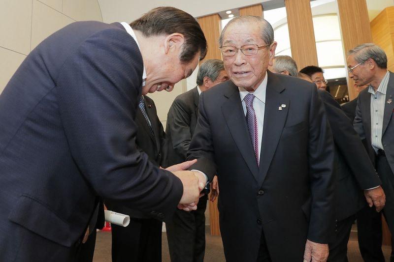 訃報:野中広務氏92歳=元官房長...