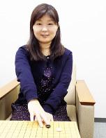 「今は詰め碁を一番勉強している」と話す佃亜紀子五段=大阪市北区の日本棋院関西総本部で、新土居仁昌撮影