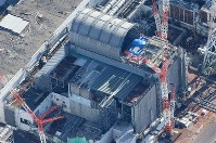 The No. 3 reactor at the Fukushima No. 1 Nuclear Power Plant is seen from a Mainichi Shimbun helicopter on Nov. 21, 2017. (Mainichi)