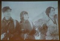 「白銀の王座」の一場面。左から都会の男女を演じた島耕二と市川春代、山の男を演じた小杉勇=2018年2月1日午後3時45分、中澤雄大撮影