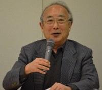「高校時代に父親から多摩川の撮影所(当時・大映東京撮影所)に連れて行ってもらいました。何でこんなに詳しいんだろうと感じた思い出があります」と笑顔で振り返る長男の井上修一・筑波大名誉教授=2018年2月1日午後3時50分、中澤雄大撮影