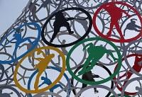 氷上競技会場が集まる公園に設置されたオブジェ=韓国・江陵で2018年1月28日、佐々木順一撮影