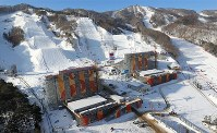 開幕を前にコース整備が続くスノーボードやフリースタイルスキーの会場=韓国・平昌で2018年1月29日、佐々木順一撮影