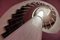 レトロな雰囲気の田園ビルのらせん階段=大阪市北区で、川平愛撮影