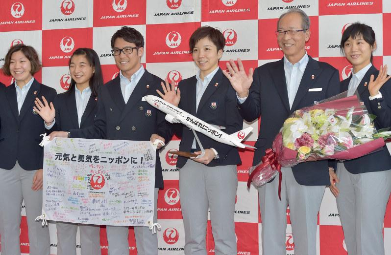 平昌五輪:日本選手団、笑顔で出発 - 毎日新聞