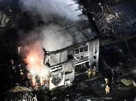 陸自ヘリが墜落した現場付近=佐賀県神埼市で2018年2月5日午後7時58分、本社ヘリから上入来尚撮影