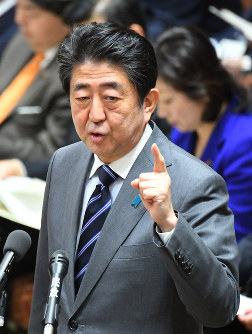 Prime Minister Shinzo Abe is seen during a House of Representatives budget committee session on Feb. 5, 2018. (Mainichi)