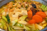 JOC G-Road Stationで提供される汁物料理「野菜だし鍋」=韓国・江陵で2018年2月6日午前9時半、手塚耕一郎撮影