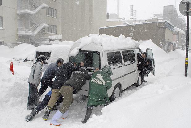 大雪:福井、積雪130センチ 37年ぶり - 毎日新聞