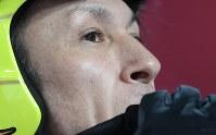 【平昌五輪】スキージャンプ男子ノーマルヒルの公式練習を終えて電光掲示板を見る葛西紀明=アルペンシア・ジャンプセンターで2018年2月7日、山崎一輝撮影